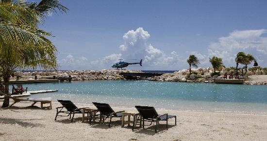 Baoase Luxury Resort: White sandy beach