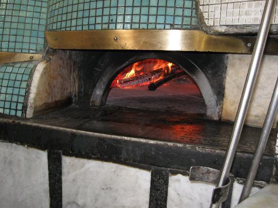 Il vero forno napoletano a temperatura diabolica foto di for Temperatura forno pizza