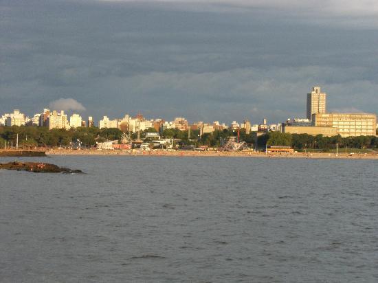 Ibis Montevideo : hotel face a la mer