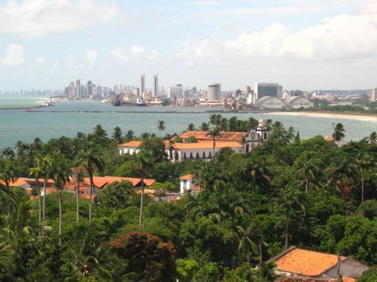Olinda com Recife ao fundo