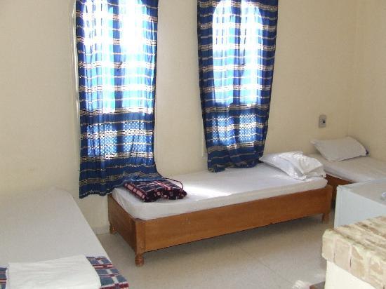 Residence el Arich : three singles