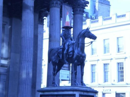 Gallery of Modern Art: GoMA statue with traffic cone