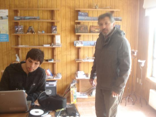 Keoken Patagonia Bed & Breakfast: The friendly father and son team