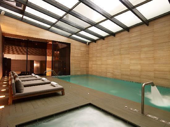 The Met Hotel: Indoor Pool