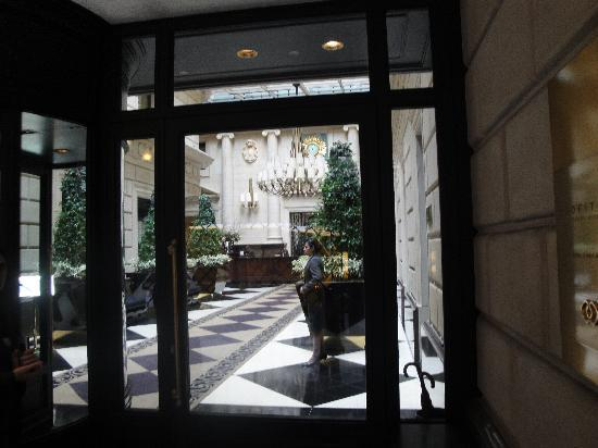Sofitel Buenos Aires Arroyo : Main entrance
