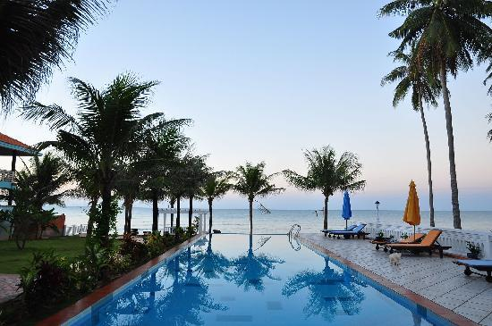 Grace Boutique Resort: swimming pool in morning