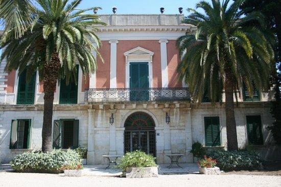 Villa Casadangelo : Villa di fine ottocento, prospetto principale