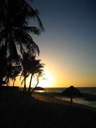 Budyong Beach Resort: Sunrise in Budyong shoreline