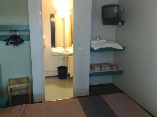 B&B Hôtel Montpellier 2 : la salle de bain avec vraie douche !