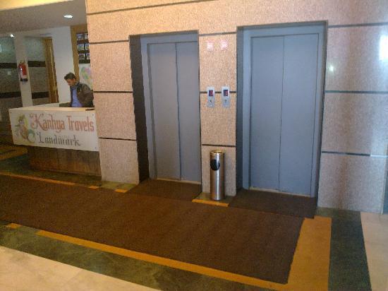 Hotel Landmark: lift
