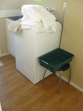 East West Studio Apartments : Laundry