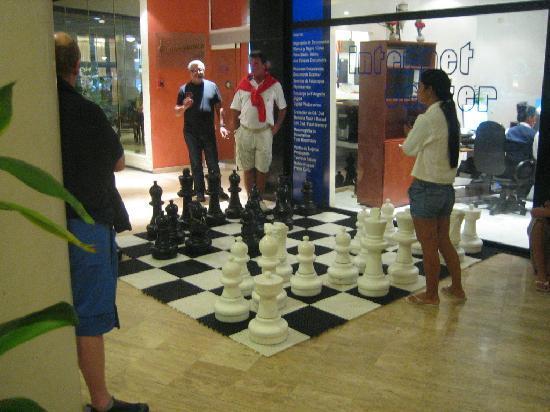 Melia Varadero: Giant chess & internet center