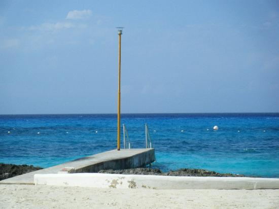 Presidente Inter-Continental Cozumel Resort & Spa : steps into the ocean and great snorkeling