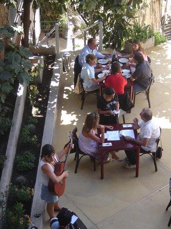 ViaVia Cafe: Patio viaviacafe