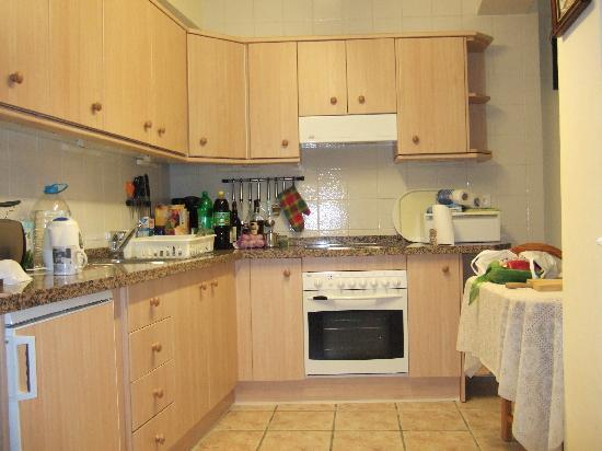 Casa Charlotte: Well equipped kitchen