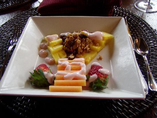 Ocean Lodge : Fresh Fruit with Granola