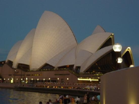 Real Sydney Tours: The Sydney Opera House at Dusk