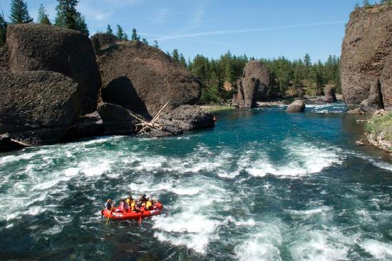 ROW Adventure Center : Rafting through the Bowl & Pitcher