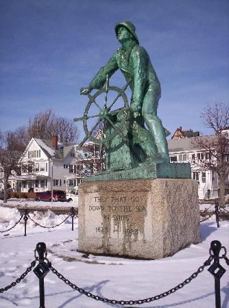 Monument in front of Harborview Inn