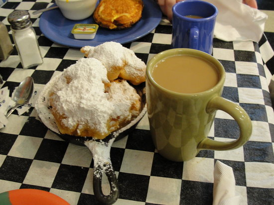 Kenny B's French Quarter Cafe : Beignets and Cafe au'lait