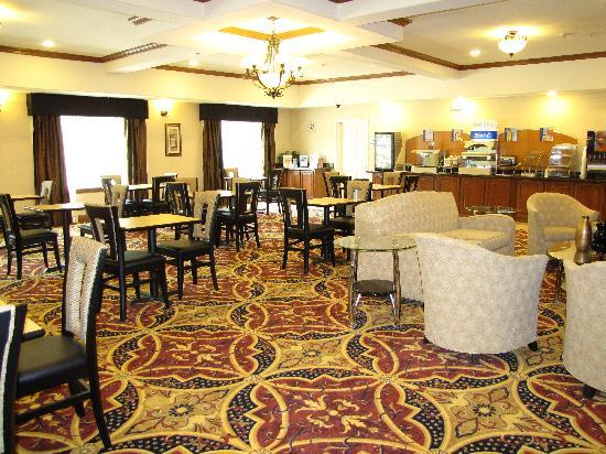 Holiday Inn Express Hotel & Suites Kilgore North: breakfast