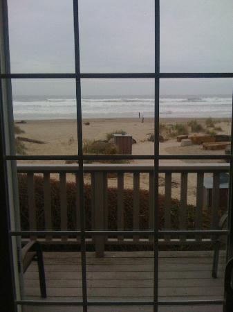 Ocean Inn at Manzanita: Steps to the beach