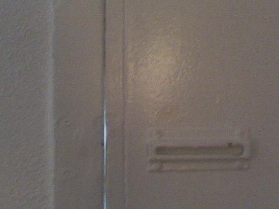 Inn at Monticello: mising chain lock