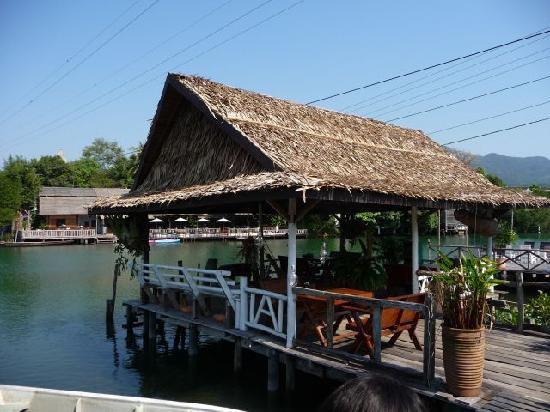 Baan Rim Nam: Covered deck - with free wifi