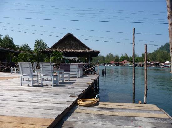 บ้านริมน้ำ : River Views - Paddle a canoe 200m to the Beach