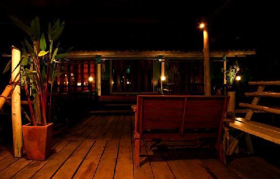 บ้านริมน้ำ : Guesthouse at Night