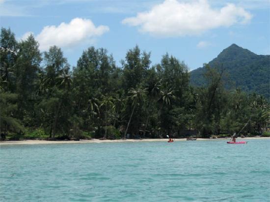 บ้านริมน้ำ : The Beach as seen from a kayak