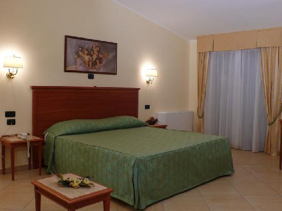 Hotel Residence Il Gabbiano: Camera Matrimoniale