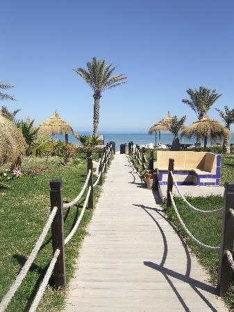 Playa Sidi Mehrez, Tunezja: Chemin vers la plage