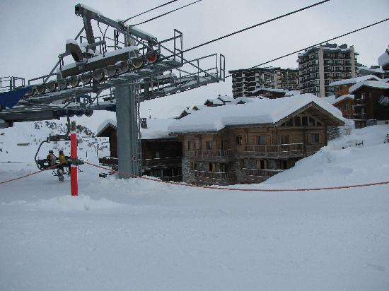 Chalet Glacier on the right, only a few steps to the chair lift!