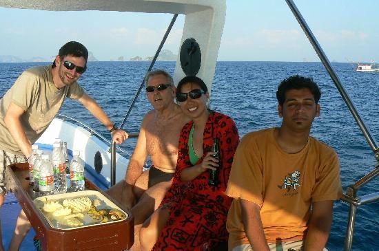 Manta Point Dive Center : Lunch break at last!!