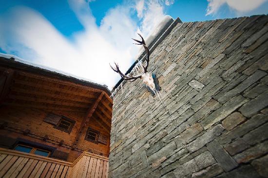 CERVO Zermatt: Terrasse mit Kamin