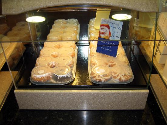 Holiday Inn Express Tehachapi Hwy 58 / Mill Street: The Cinnamon Rolls are Awesome!