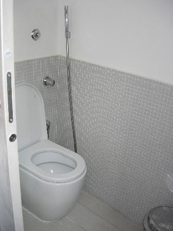 WRH Trastevere: bagno con WC