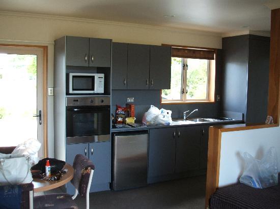 Lakeside Motel & Apartments: The kitchen area