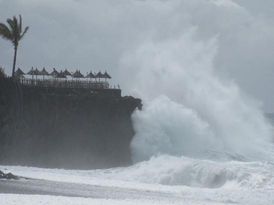 Puerto Naos, España: Gischt über dem Westpool