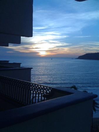 Royal Villas Resort: Sunset from our Balcony