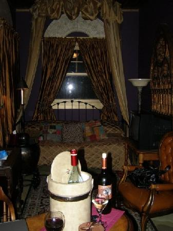 Austin's Inn at Pearl Street: Gothic room