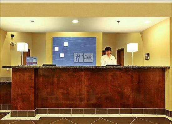 Holiday Inn Express & Suites Carthage: Hotel Lobby