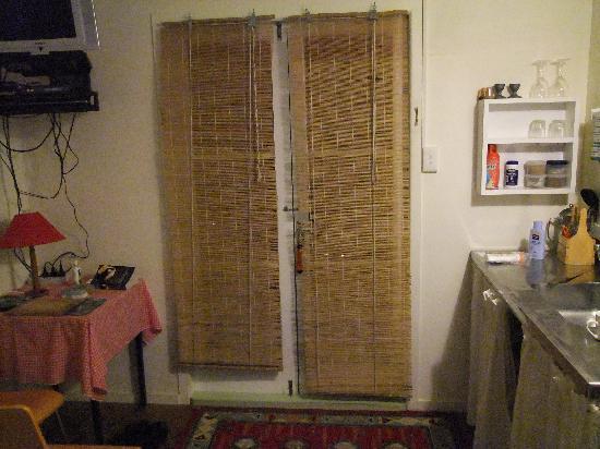 Fern Lodge: Tatty blinds