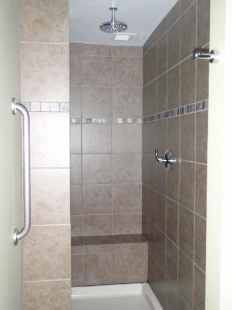 Comfort Inn & Suites: Rain shower