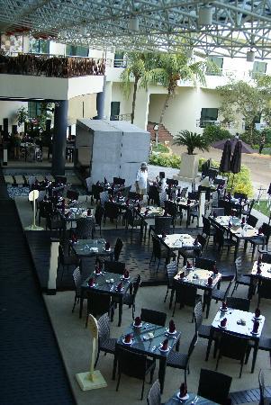 Le Village Beach Resort: Swiss Garden Hotel Restaurant