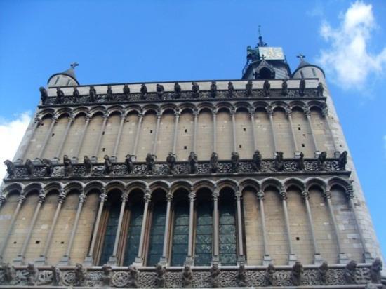 Dijon, France : Gargouilles et chimères, façade de l'église Notre-Dame