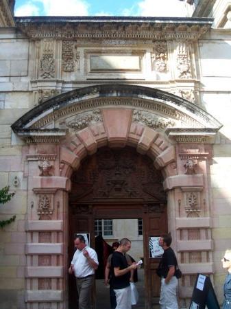 Dijon, France : Entrée de l'hôtel de Vogüé