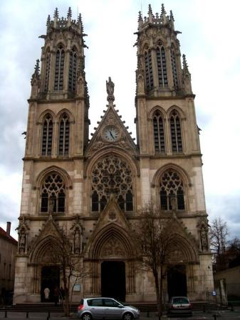 Nancy, France: Façade principale de l'église Saint-Léon