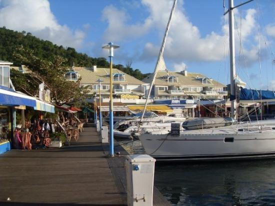 Le shopping mall le west indies sur le front de mer de - Marina port la royale marigot st martin ...